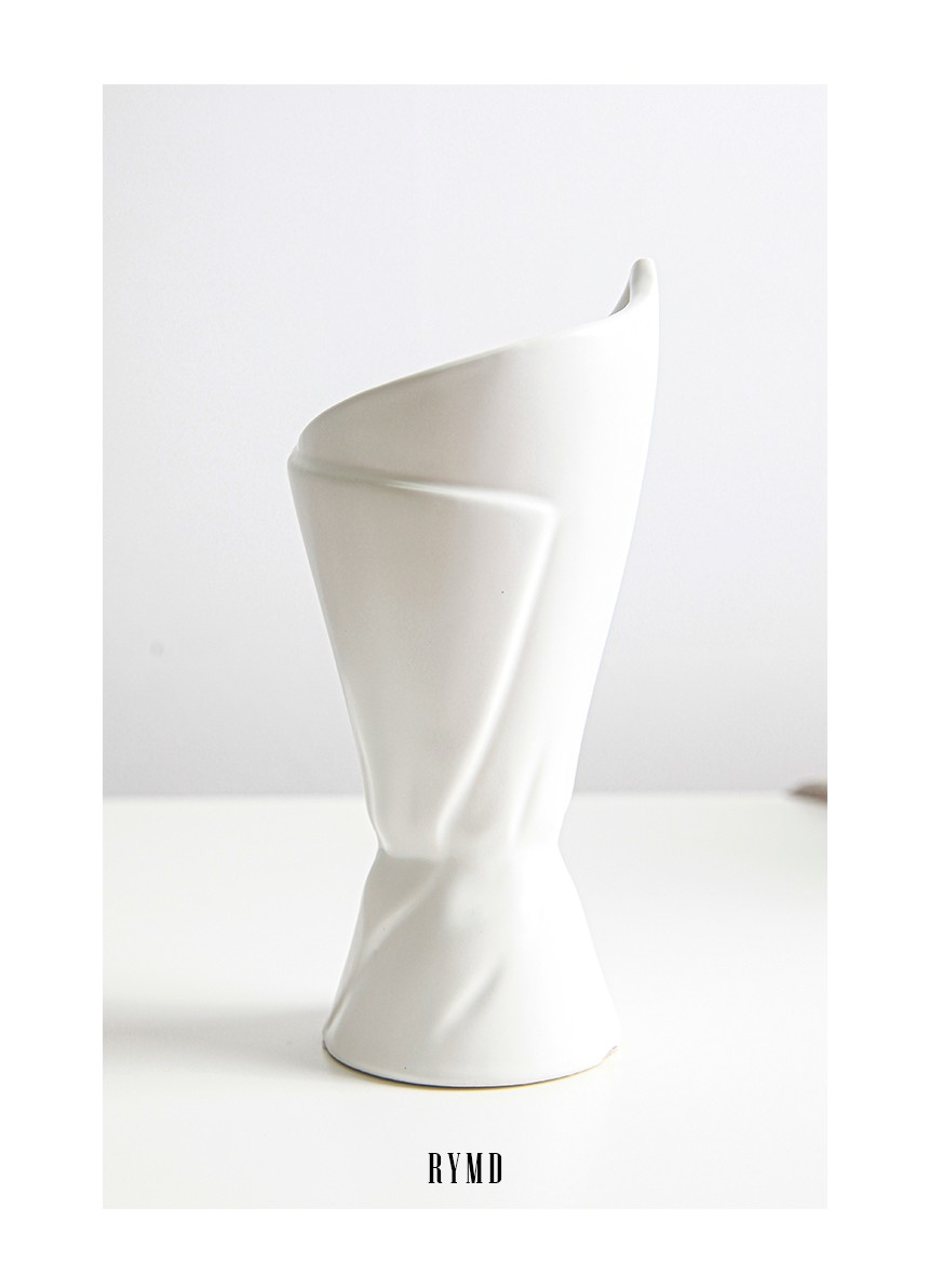 WHITE_SIMPLEELLIPSE_CERAMIC_VASE_06.jpg